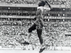 O filme de Barreto segue a carreira de Pelé não apenas no Santos, mas, em especial, na seleção brasileira, lembrando sua participação em quatro Copas.