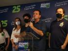 Eduardo Paes (DEM) fez discurso ao lado de Rodrigo Maia (DEM) após ser eleito.