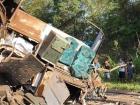 A colisão foi entre um ônibus que transportava funcionários de uma fábrica de jeans e uma carreta que levava estrume