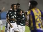 Zé Rafael comemora com Lucas Lima o terceiro gol do Palmeiras
