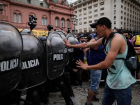 Polícia reagiu para dispersar tumulto em fila para velório de Maradona