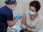 Voluntária recebe dose da vacina