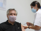 Presidente argentino Alberto Fernández recebe a primeira dose da vacina russa Sputnik V