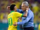 Neymar e Tite comemoram gol da seleção brasileira em amistoso