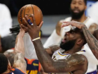 LeBron James teve desempenho discreto no duelo Foto: AP Photo/Mark J. Terrill