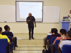 O professor Ronilço Guerreiro comentou que procura apresentar uma palestra que inspire e mostre aos alunos o valor que cada um tem para a sociedade.