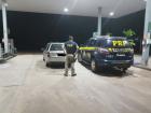 No automóvel foram encontrados vários tabletes de maconha que somaram 336,8 kg (trezentos e trinta e seis quilos e oitocentos gramas) da droga que estavam escondidos em vários compartimentos ocultos do veículo, inclusive nos bancos