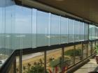 or também ser um material seguro e durável, o vidro ganha cada vez mais espaço em diversos cômodos da casa