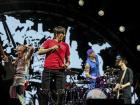 É bonito ver como a música alternativa brasileira tem sido capaz de saltar as barreiras estabelecidas por um sistema que privilegia os artistas massivos