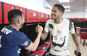 Guerrero se reapresenta ao Flamengo após ser liberado pela Fifa para treinar