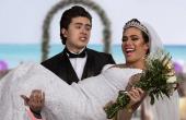 Whindersson faz render piada até com seu casamento em espetáculo atual