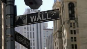 O Dow Jones encerrou com ganho de 0,49%, a 30.303,07 pontos