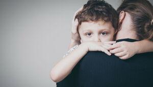 Psicóloga comenta como falar sobre luto e morte para crianças