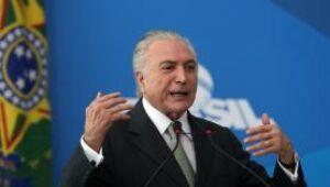Brasília - O presidente Michel Temer discursa durante reunião com dirigentes da Confederação Nacional dos Municípios (CNM) e prefeitos de todo o país, no Palácio do Planalto (Antonio Cruz/Agência Bras