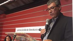 Mauro Maciel nasceu em Alegrete, no Rio Grande do Sul, em 1971, e começou sua carreira na literatura em 1988, em outro concurso, com um conto