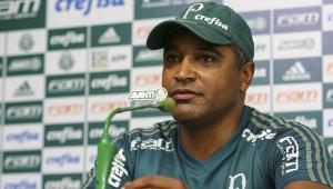 O time carioca estuda a possibilidade de pedir o retorno do meia