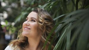 Com o novo trabalho, Maria Rita se consolida no samba - uma relação que se fortalecendo ao longo dos últimos dez anos, desde o disco Meu Samba