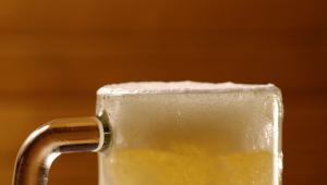Durante o período, as bebidas alcoólicas têm 50% de desconto (exceto cervejas importadas, garrafas de vinho e de destilados)