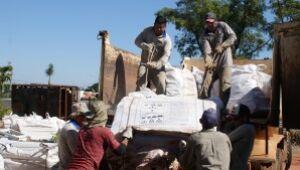 Parte das big bags foi transportada até a empresa de soluções ambientais nesta quarta-feira (17).