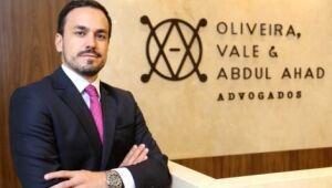 O autor Douglas Oliveira é advogado e sócio do escritório Oliveira, Vale, Securato & Abdul Ahad Advogados