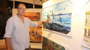 O artista plástico corumbaense Daltro mostra alguns dos seus trabalhos no espaço cultural da Energisa