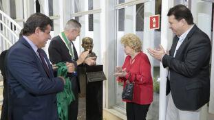 Busto de bronze de Ulysses Serra eterniza fundador da ASL