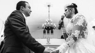 Os noivos Oclécio Assunção Jr e Fernanda Nunes Assunção