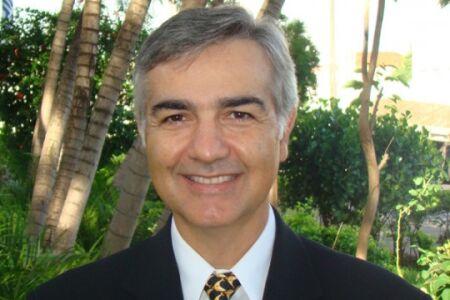Rubens F. Passos, economista pela FAAP e MBA pela Duke University, é presidente da Associação Brasileira dos Fabricantes e Importadores de Artigos Escolares e de Escritório (ABFIAE) e presidente do Conselho da Enactus Brasil