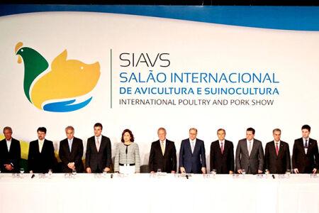 O governador Reinaldo Azambuja e o secretário da Semagro Jaime Verruck participaram do primeiro dia do Salão