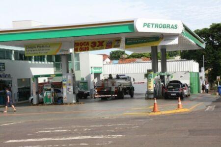 Gasolina com inflação de 4,26% teve contribuição de 0,08% no índice;