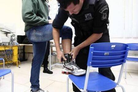 O autor do projeto é o senador Paulo Bauer (PSDB -SC), que defende que o condenado pode ter condições de arcar com a manutenção