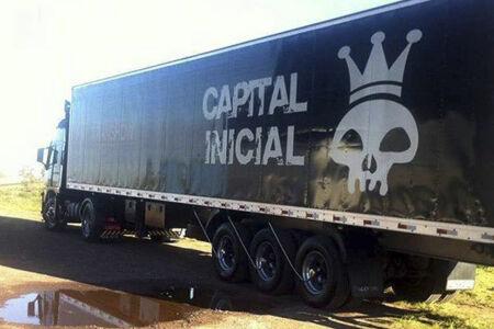 Quando chegava ao Rio de ônibus pela mesma via expressa, a equipe do Capital Inicial testemunhou um tiroteio.