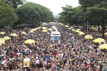 O período oficial do Carnaval em São Paulo teve início no dia 3 de fevereiro e se estenderá até o dia 18 deste mês, com previsão de 491 desfiles pela cidade