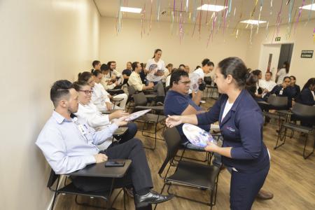 A atividade contou com a participação do grupo voluntário Plantão da Alegria que, de forma lúdica e bem-humorada, mostrou a importância de cuidar da saúde e de se prevenir contra as ISTs/Aids