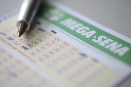 As apostas podem ser feitas até as 19h (de Brasília) do dia do sorteio, em qualquer lotérica do país. A aposta mínima custa R$ 3,50.
