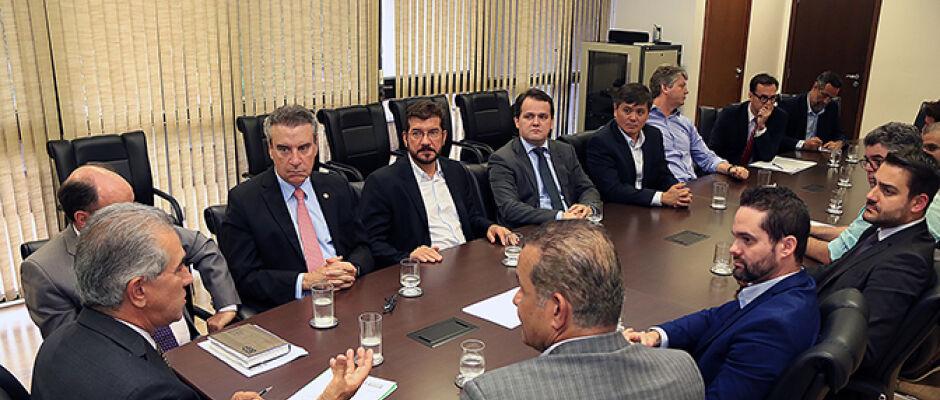 Governo convoca reunião e JBS anuncia retomada dos abates e manutenção de investimentos no MS