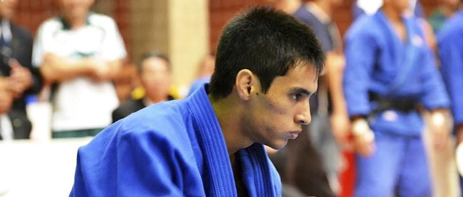 Eric Takabatake fatura bronze no Grand Slam de Dusseldorf de Judô