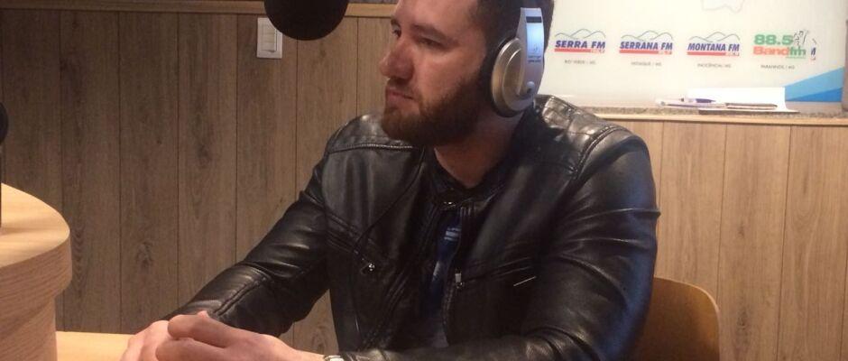 Em entrevista de rádio, subsecretário Maicon Nogueira destaca protagonismo dos jovens da Capital