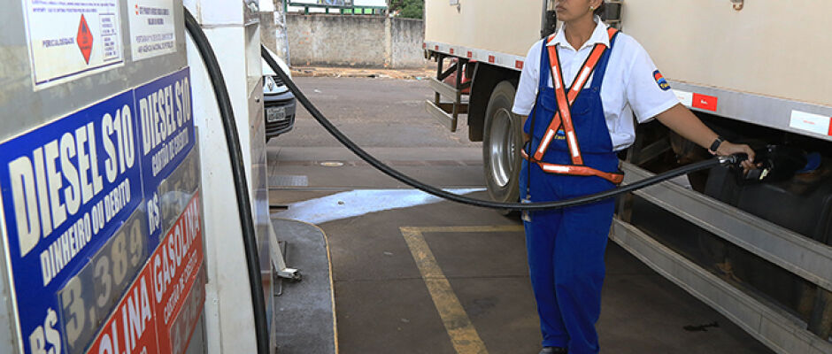 Nova pesquisa do Procon aponta variação de quase 40% no preço do diesel na Capital