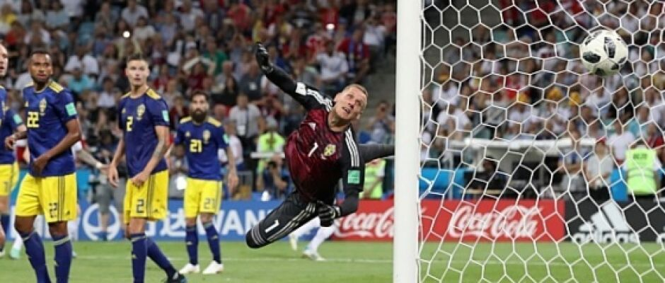 Com gol nos acréscimos e um a menos, Alemanha vira e vence a Suécia por 2 a 1