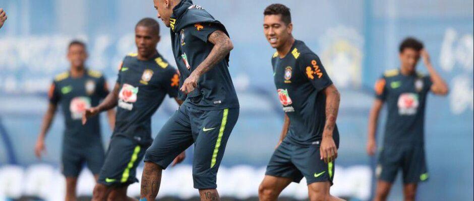 Neymar treina normalmente e viaja com a seleção para encarar a Costa Rica