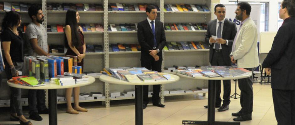 Universidade recebe doação de livros do Idams