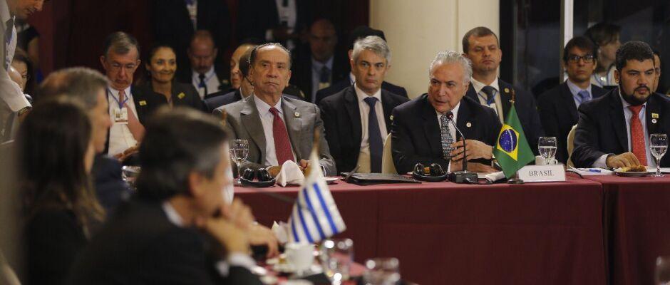 No Twitter, Temer confirma construção duas pontes entre Brasil e Paraguai