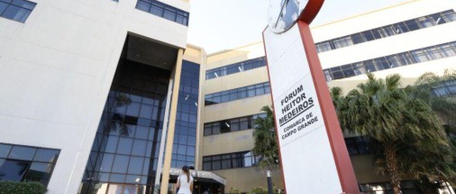Juiz condena universidade a indenizar estudante por cobrança indevida