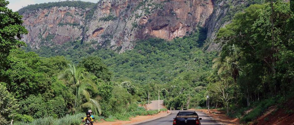 Asfalto da MS-450 avança entre morros e potencializa o turismo na Estrada Ecológica