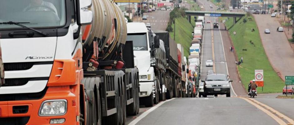 Grupos de caminhoneiros decidem por paralisação no dia 29