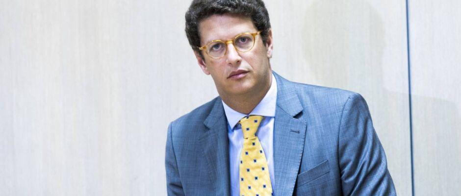 Salles decide militarizar ministério do meio ambiente