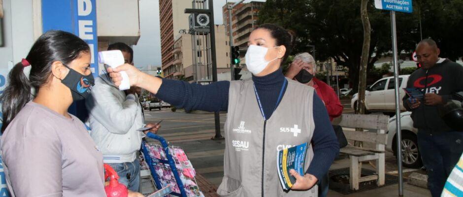 Mais de 2.800 pessoas foram abordadas durante blitze sanitárias nas ruas de Campo Grande