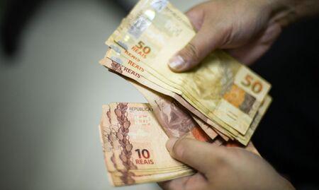 Para isso, o piso deveria subir para R$ 1.101,95 ou R$ 1.102, após arredondamento