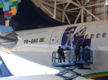 Primeiramente a Aeronave da Azul adesivada seria utilizada para importar as doses da vacina na Índia